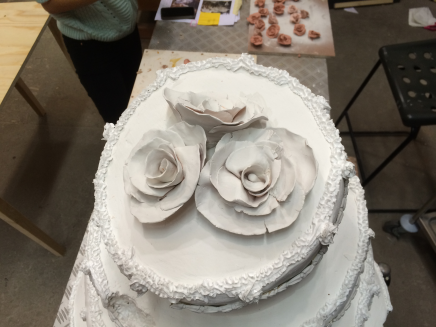 roses-on-cake